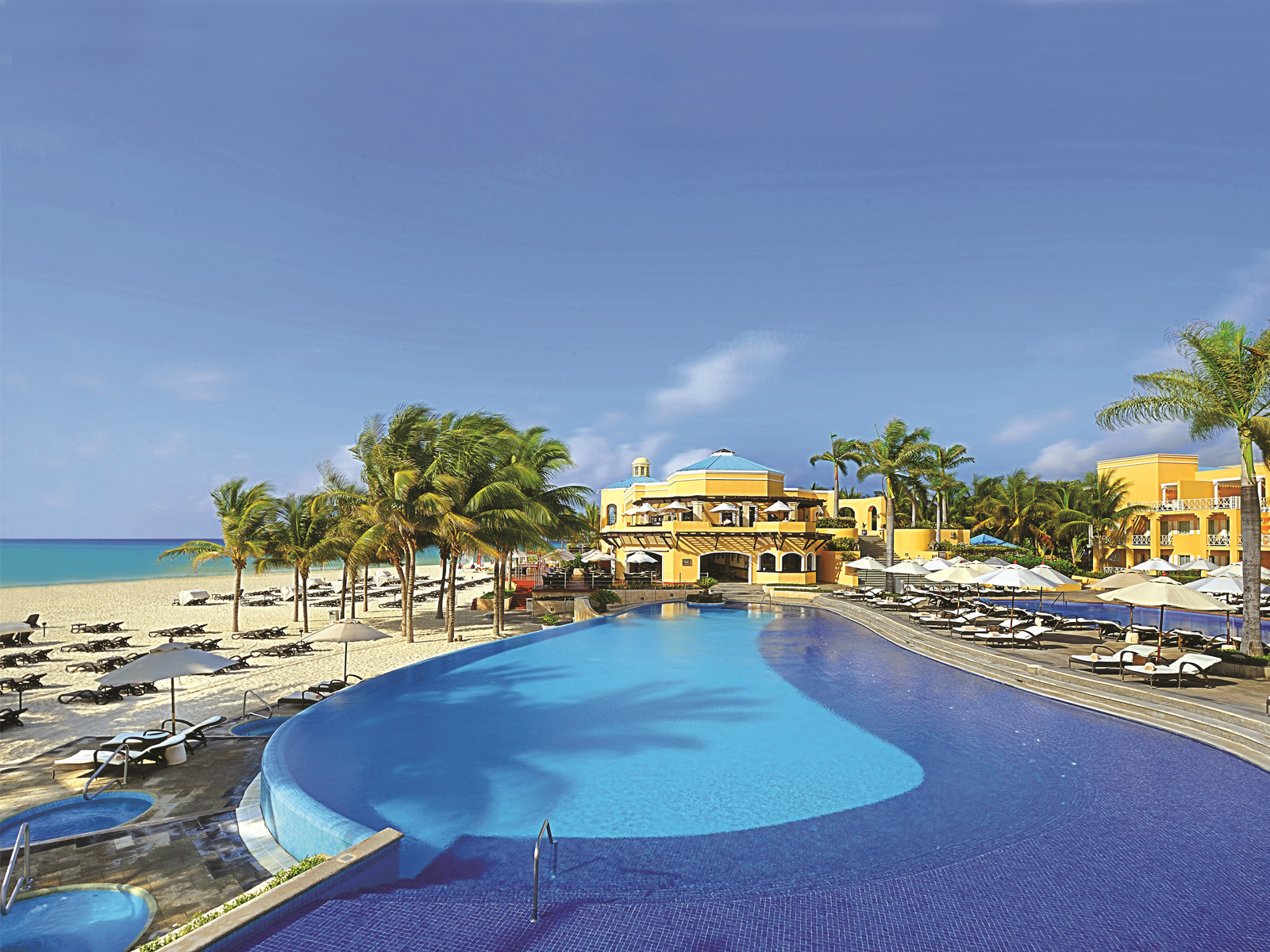 OCCIDENTAL-ROYAL-HIDEAWAY-PLAYACAR